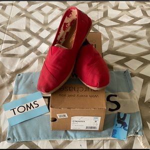 Toms Classic Canvas Slip on Womens